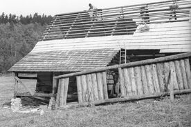 6_Stavba Šturalovy usedlosti v muzeu, 1970 / Construction of Šturala's highland farmstead at the museum, 1970